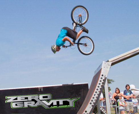 Incredible Zero Gravity freestyle trails bike team